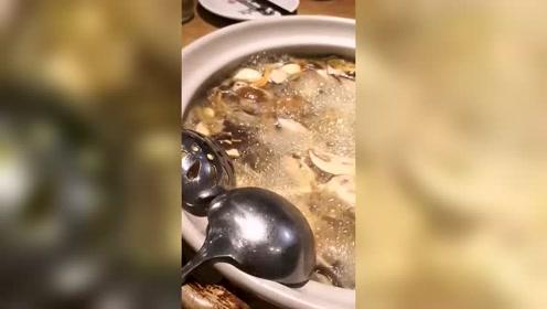 在昆明吃着菌火锅,北方人真是鲜得要醉倒了