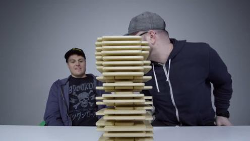有钱人的游戏,用100个iPhone堆积木山!老外可能是疯了