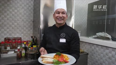 尼泊尔厨师在拉萨