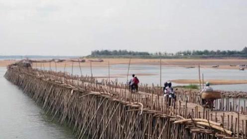 """世界上最""""惊悚""""的桥,全桥动用5万根竹子建造,承重力出乎意料!"""