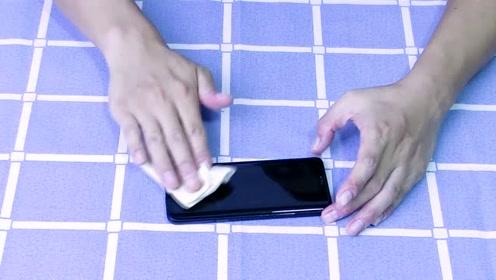 手机这样擦一下,用几个星期都没有灰尘和指纹,快学会这个方法