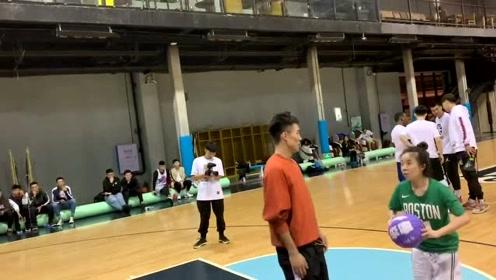 女生打篮球最怕空气突然静止,找不到对象是有道理的