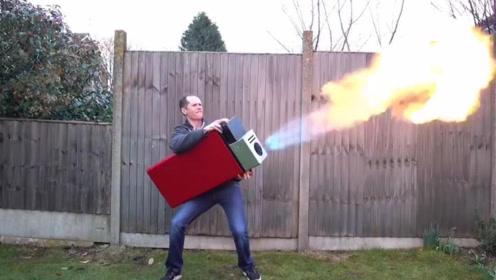 """牛人自制""""超级打火机"""",要双手抱着才能玩,简直太火爆了!"""