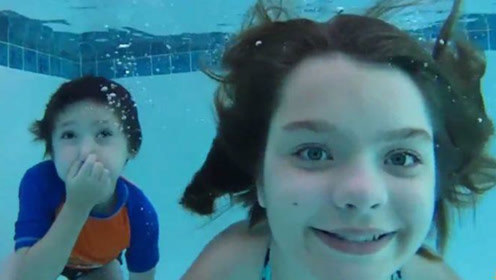 为什么有的人能在水里睁眼睛,而有的却不能?看完明白了