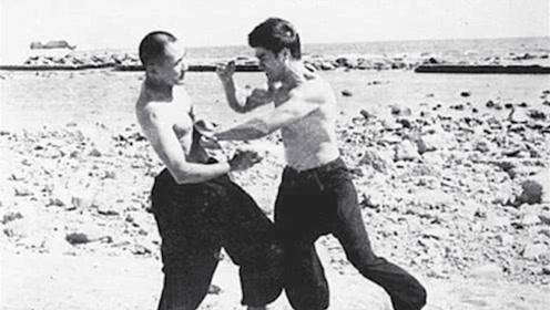 李小龙生前实战录像,日本空手道冠军都招架不住,速度快到看不清