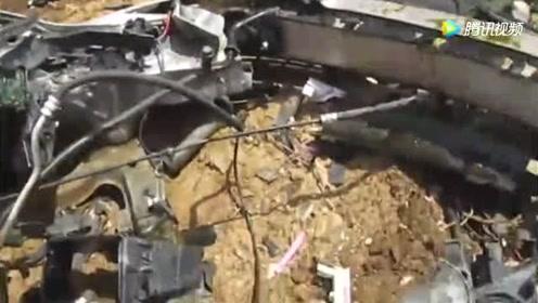国外的汽车坟场,直接出动挖掘机暴力破拆