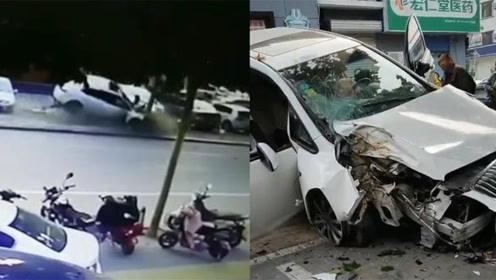"""轿车失控猛撞大树 大半个车身""""骑""""上路边小车"""