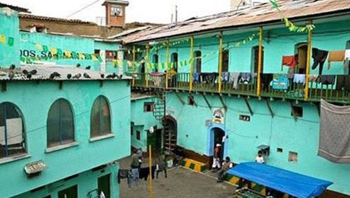 这里的监狱牢房是要用钱买的,导致这里的犯人拼命劳动,就是为住好点