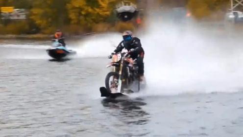 """1000排量摩托加上滑板,到底有多霸气?老外亲测现实版""""水上漂"""""""