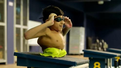 这个男孩出生就失去双腿,却坚强地活着,成为父母的骄傲