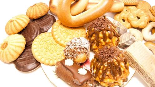 血脂高的嘴再馋,尽量少碰3种食物,别给胆固醇升高的机会
