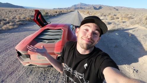 在荒郊野外捡到一辆跑车,走上前一看,小伙瞬间被震撼了!