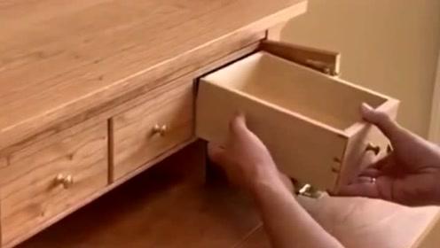 二叔自己设计的柜子,把私房钱藏在这儿,小偷来了也不怕!