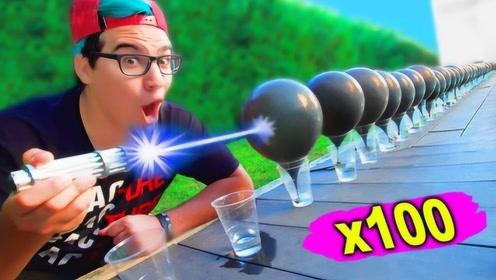 激光笔的伤害力有多强?小哥用它射击100个气球,按下开关后真彪悍