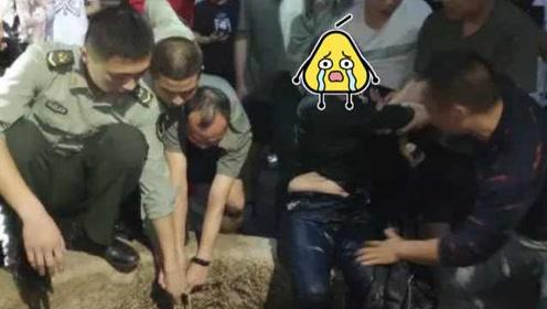 温州一女子为救宠物狗,不慎踩塌防护栏掉进古井