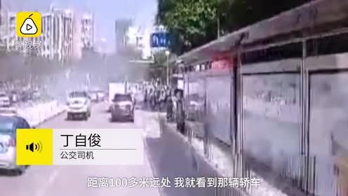 小车街头起火,热心路人搬来十几个灭火器,洒水车也赶来灭火