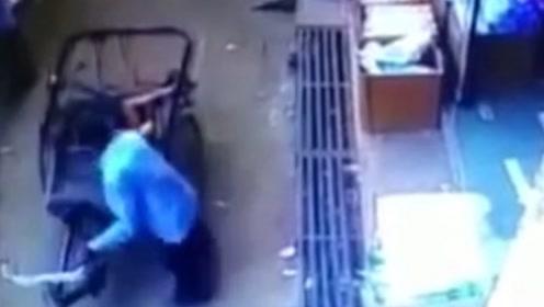 3岁男孩摔下阳台 奇迹般落在路过三轮车后座上