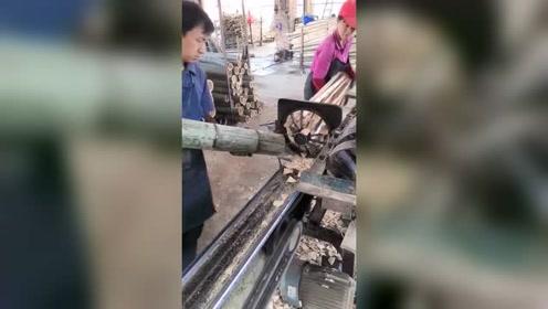 把一根竹子放进去,立马就四分五裂了,这机器真效率!