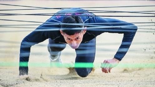 近日,中国军人打破世界纪录,主持人:像子弹一样快