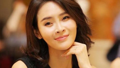 她是《前半生》中唯一敢怂靳东的,神秘老公身份显赫,两个女儿漂亮可爱