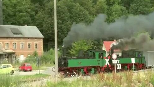"""""""撒克逊""""窄轨蒸汽机车,运行了很久的蒸汽机车!"""
