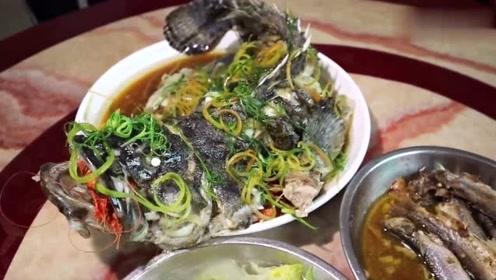 海南厨师长做了一道顶级海鲜,一盘成本都要好几百,上桌就抢光了