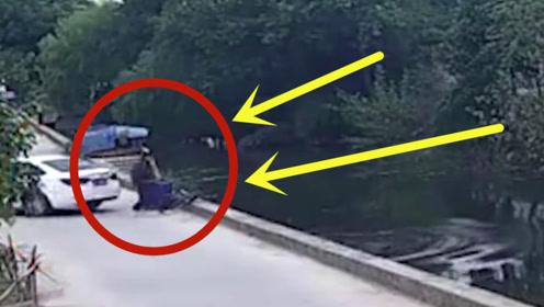 老太骑三轮车被轿车撞入河中,司机:我只会看倒车影像!