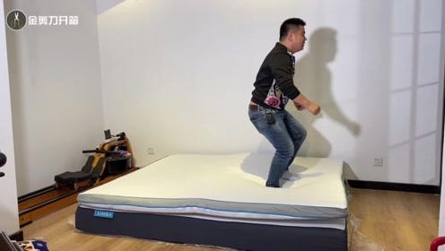 小伙3799元买个床垫,试用以后,终于明白,当年女朋友为啥跑了!