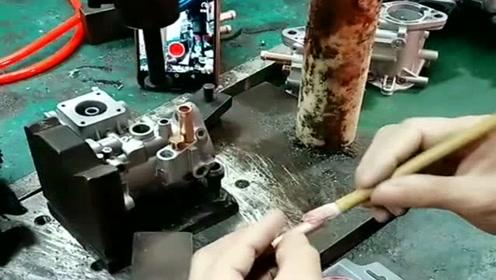 机械加工,这手法娴熟,像是几十年的老师傅!