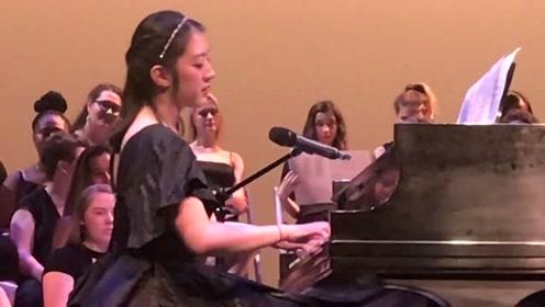 小姐姐毕业典礼弹唱《撒野》,一开口全场都安静了,唱到高潮引来全场惊呼!