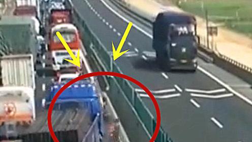 生死攸关之际,大货车无奈做出这种选择,到底是对是错?