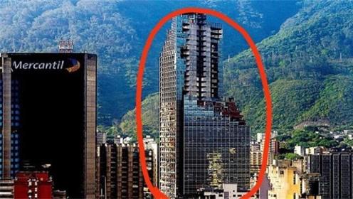 """全球最高""""贫民窟""""!无电梯无水,45层高楼却挤满3000人"""