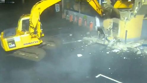 受了什么气?爱尔兰劫匪开挖机拆自动取款机,狠人!