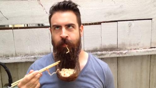 小伙10年不剪胡子,用胡子编成小碗吃泡面,场面十分辣眼睛!