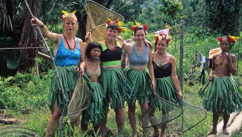 印尼唯一的野人部落,他们将房子建在树上,摘芭蕉叶当作衣服!