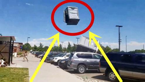 成精了!公园狂风肆虐,垃圾桶也能绕天飞!