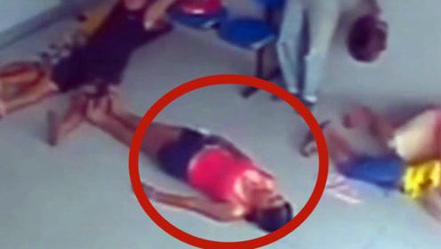 大伙感觉不对劲,连忙都躺在地上,幸运的躲过一劫!