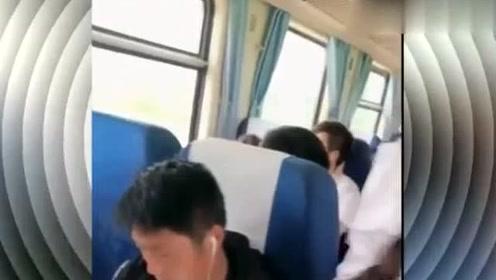 列车员小姐姐一首《那个女孩》,人美歌声甜,让人心动不已!