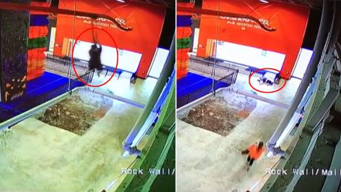 危险!10岁男孩玩滑索 从6米高空坠落水泥地致重伤