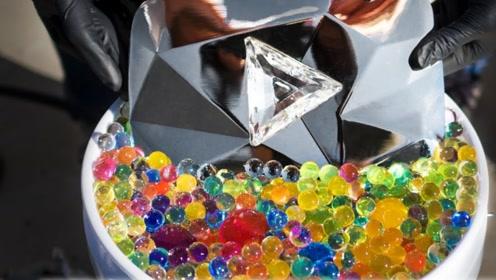 老外将熔铝液倒进水晶球里,不仅没破坏还成了独一无二的艺术品!