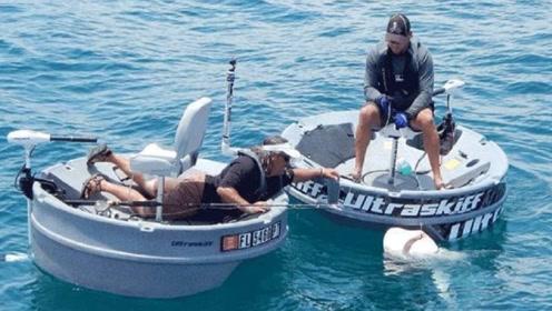 """美国大叔发明""""钓鱼神器"""",360度无死角钓鱼,堪称最强小船!"""