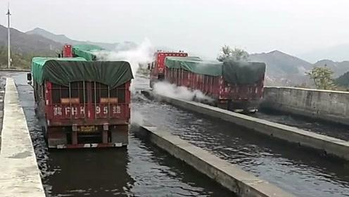 大货车高速服务区过水池,为的就是帮轮胎降温,这个设计太实用了!