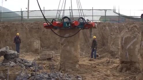 见过混凝土打桩,可这拆桩机还真是头一次见
