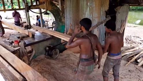 一起看看印度人是如何切割木材的,网友:这要是在国内8000都不干