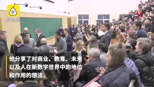 马云被乌克兰大学生追捧:演讲教室被挤爆