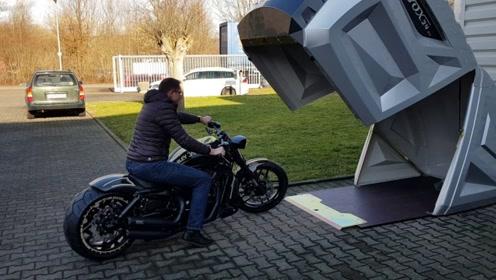 """专门为摩托车打造的""""车库"""",能遮风挡雨还能防盗"""
