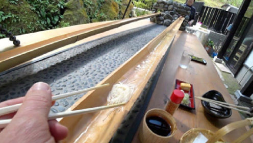 """日本最火的""""流水素面"""",吃法太独特了,看完让人忍不住作呕!"""