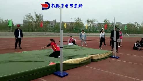高校大学生运动会,精彩的跳高比赛现场,成功就在一瞬间