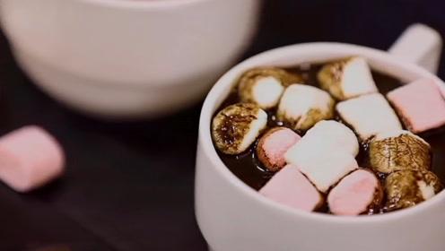 棉花糖和巧克力擦出了火花,美女大胆用铁锅测试