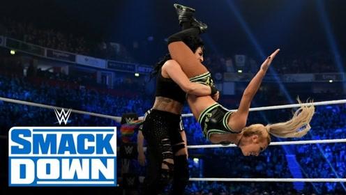 SD1055期: 戴娜擂台边后空翻晃晕索妮雅 有卡梅拉助力赢下双打赛